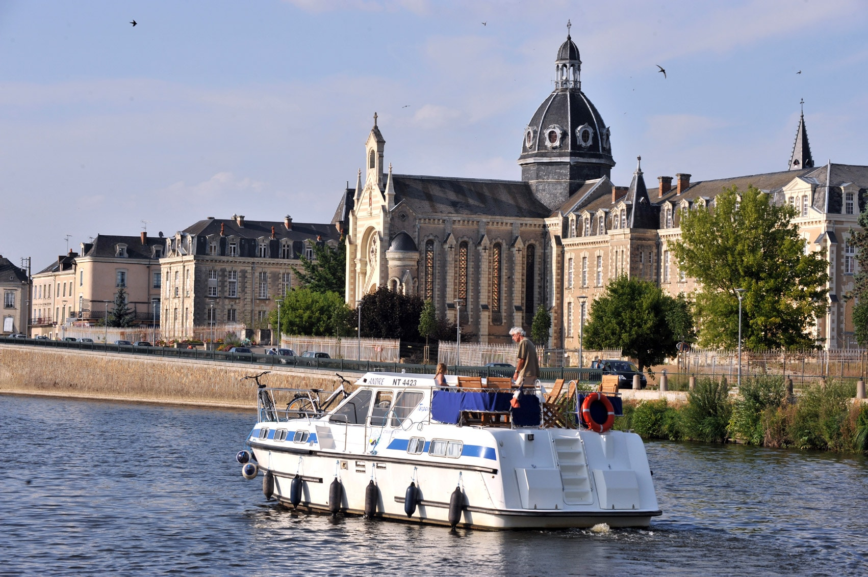 Neuville Sur Sarthe Le Mans licence-free boats, an alternative form of tourism