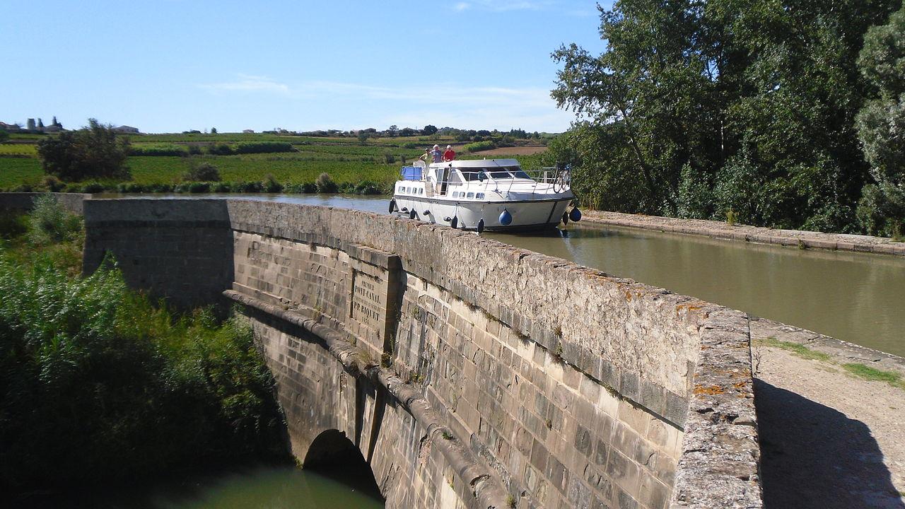 Vacances en bateau en France : 6 destinations facilement accessibles en train 🚂