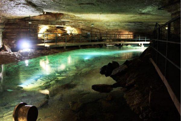 Grotten von Bèze
