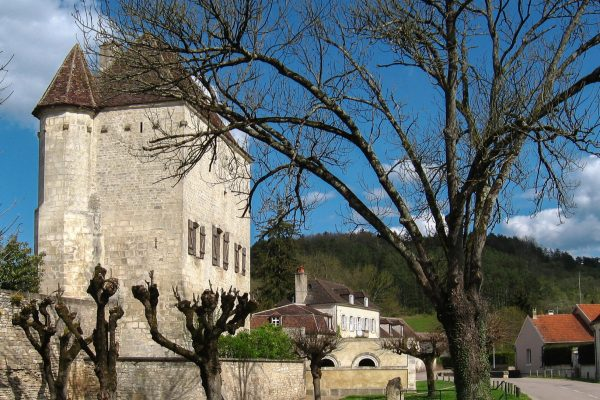 Le petit village de Cravant